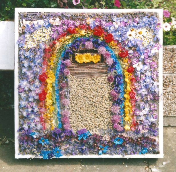 Penistone 2000 - Thurlstone School Well Dressing