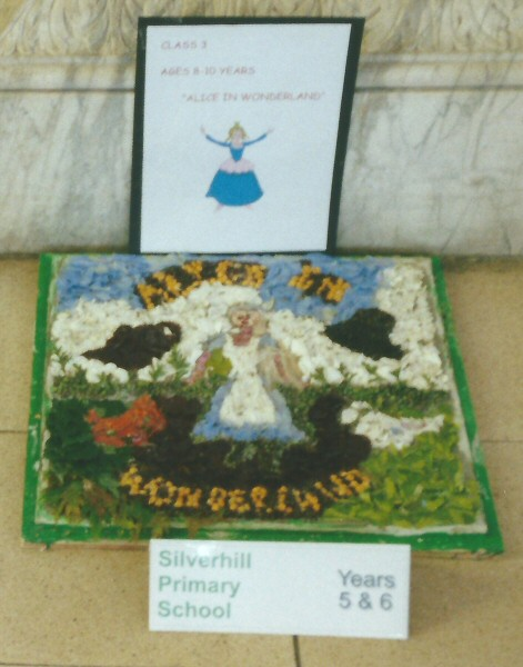 Derby 2001 - Silverhill Primary School Years 5 & 6 Well Dressing (3)