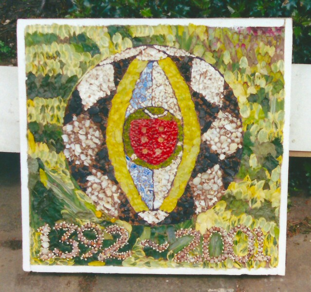 Penistone 2001 - Penistone Grammar School Well Dressing