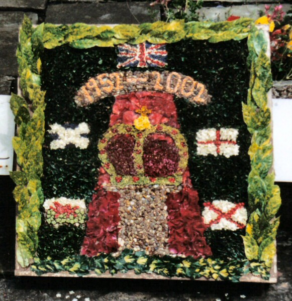 Penistone 2002 - Hoylandswaine School Well Dressing
