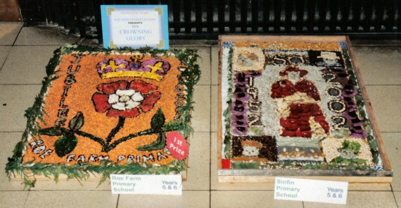 Derby 2002 - Roe Farm Primary School Years 5 &amp; 6 Well Dressing<br />Sinfin Primary School Years 5 &amp; 6 Well Dressing (1)