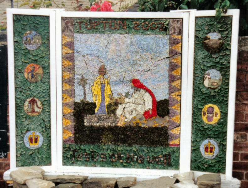 Old Tupton 2002 - Royal Oak Well Dressing (1)