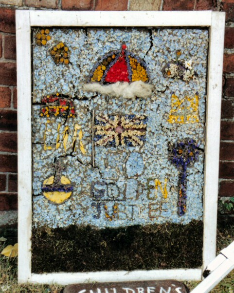 Old Tupton 2002 - Royal Oak Well Dressing (2)