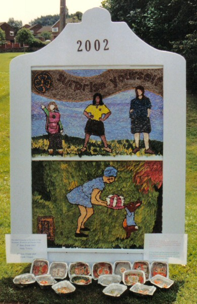 Gee Cross 2002 - Rainbows, Brownies & Guides Well Dressing