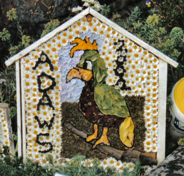 Pilsley (near Bakewell) 2002 - Children's Well Dressing (1)