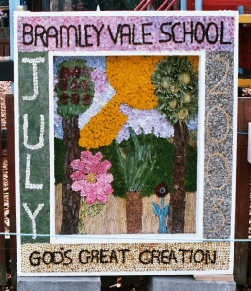 Glapwell 2003 - Bramley Vale Primary School Well Dressing