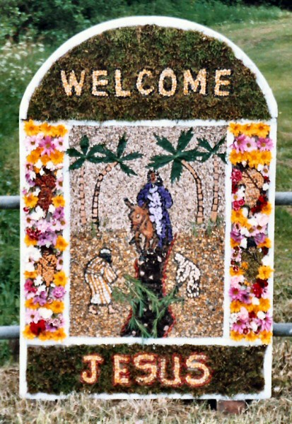 Brackenfield 2004 - Wessington School Well Dressing