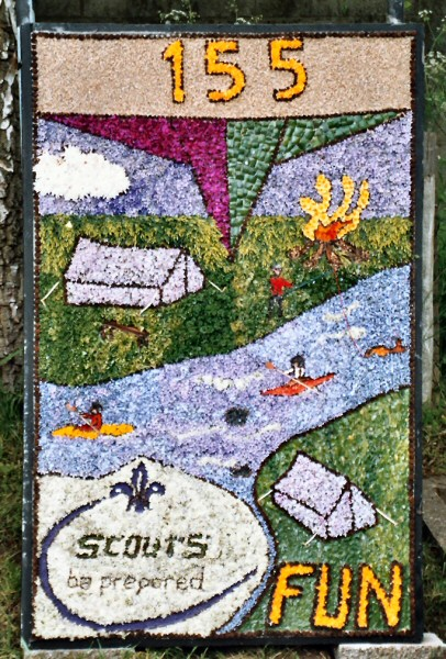 Etwall 2004 - Scouts Well Dressing