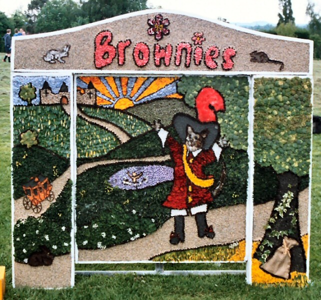 Etwall 2004 - Brownies Well Dressing