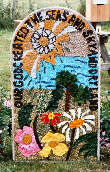 Rowsley 2004 - Playgroup Well Dressing
