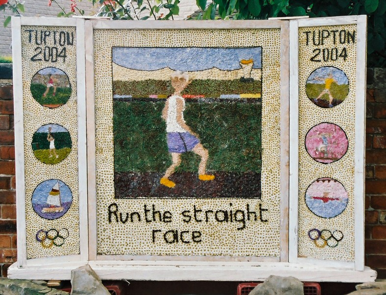 Old Tupton 2004 - Royal Oak Well Dressing
