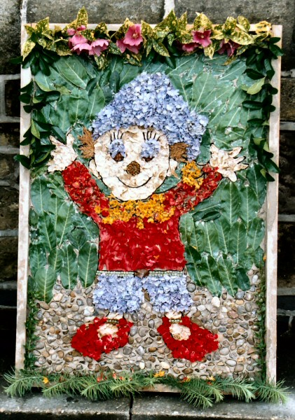 West Hallam 2004 - Village Pre-School Well Dressing