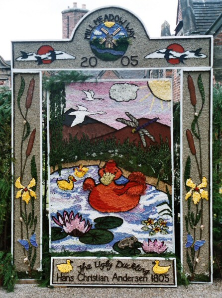 Etwall 2005 - Mill Meadow Way Well Dressing