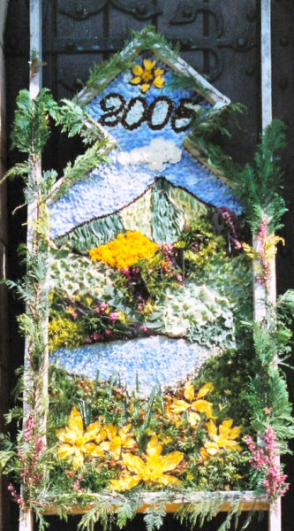 Milford 2005 - Women's Institute Well Dressing