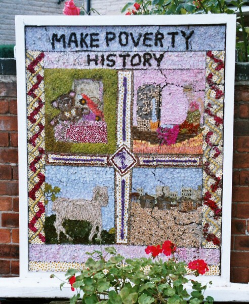 Old Tupton 2005 - Royal Oak Well Dressing