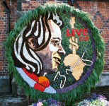 Personality Well Dressing