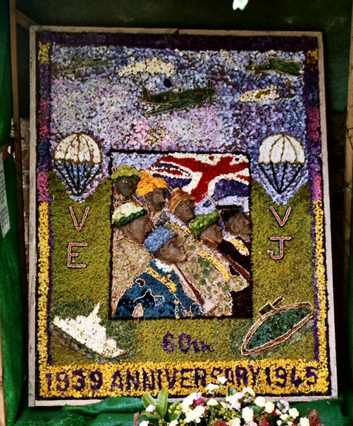 Old Whittington 2005 - High Street Well Dressing