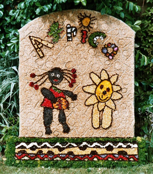 Wirksworth 2005 - Infant Schools Well Dressing (2)