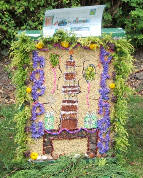 Belper 2006 - St John's C of E Primary School Well Dressing (3)
