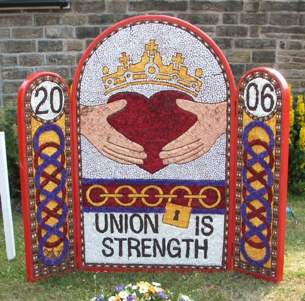Chapel-en-le-Frith 2006 - Bowden Lane Well Dressing
