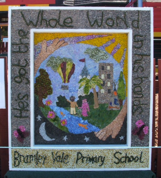 Glapwell 2006 - Bramley Vale Primary School Well Dressing