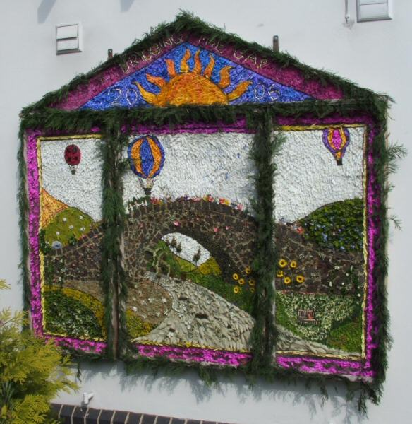 Langley Mill 2006 - Bridge Centre Well Dressing