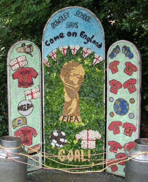 Rowsley 2006 - Primary School Well Dressing