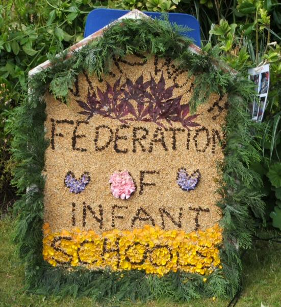 Wirksworth 2006 - Federation of Infants Schools Well Dressing (2)