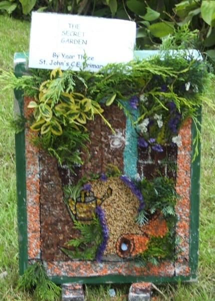Belper 2007 - St John's C of E Primary School Well Dressing (5)