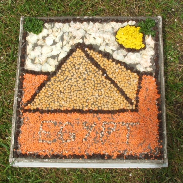 Etwall 2007 - Additional Well Dressing at Primary School (1)