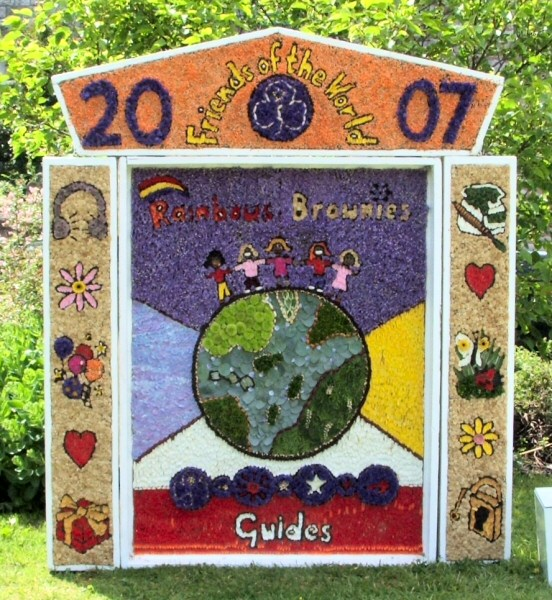 Tideswell 2007 - Brownies & Guides Well Dressing