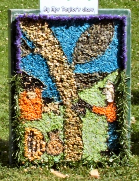 Belper 2008 - St John's C of E Primary School Well Dressing (8)