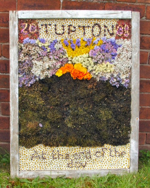 Old Tupton 2008 - Royal Oak Well Dressing