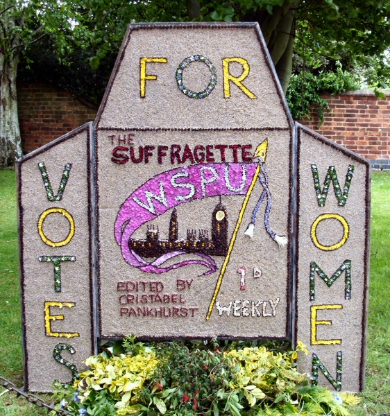 Etwall 2009 - Bancroft Belles Well Dressing