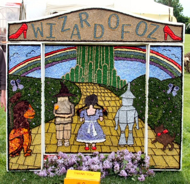 Etwall 2009 - Guides & Brownies Well Dressing