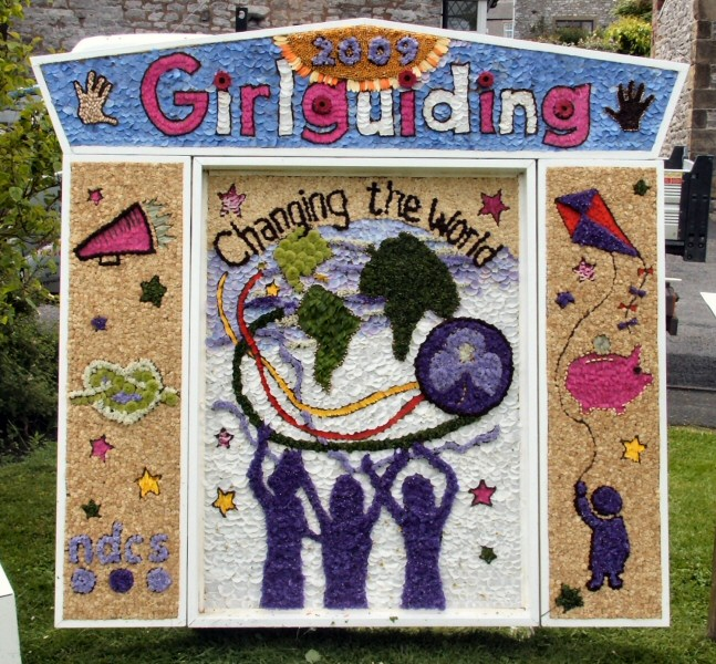 Tideswell 2009 - Rainbows, Brownies & Guides Well Dressing