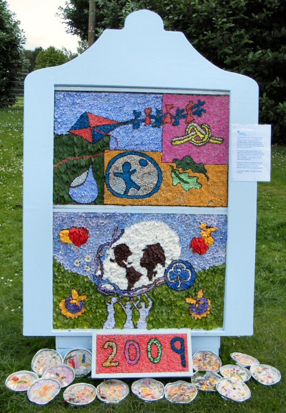 Gee Cross 2009 - Rainbows, Brownies & Guides Well Dressing