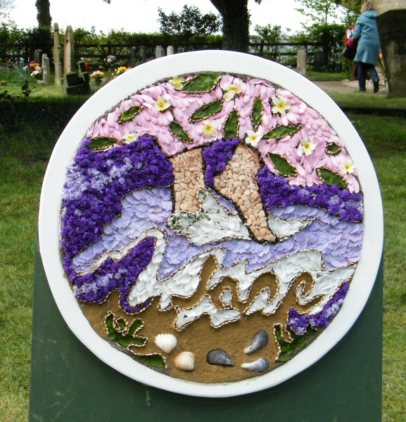 Newborough 2010 - Memorial Well Dressing
