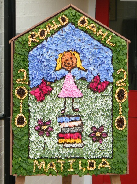 Marston Montgomery 2010 - Primary School Well Dressing
