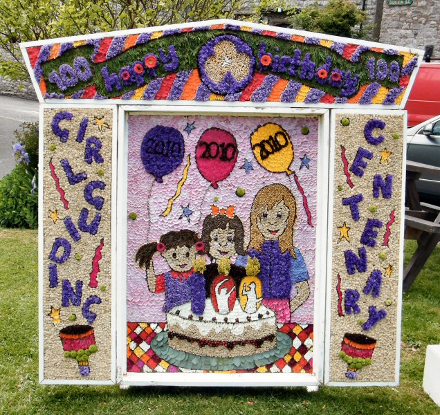 Tideswell 2010 - Rainbows, Brownies & Guides Well Dressing