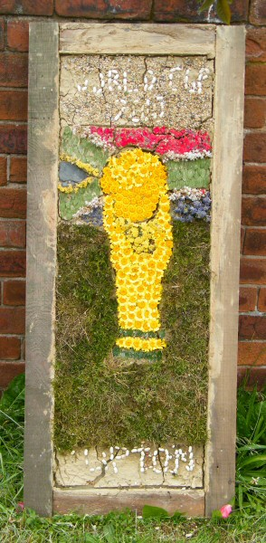 Old Tupton 2010 - Royal Oak Well Dressing