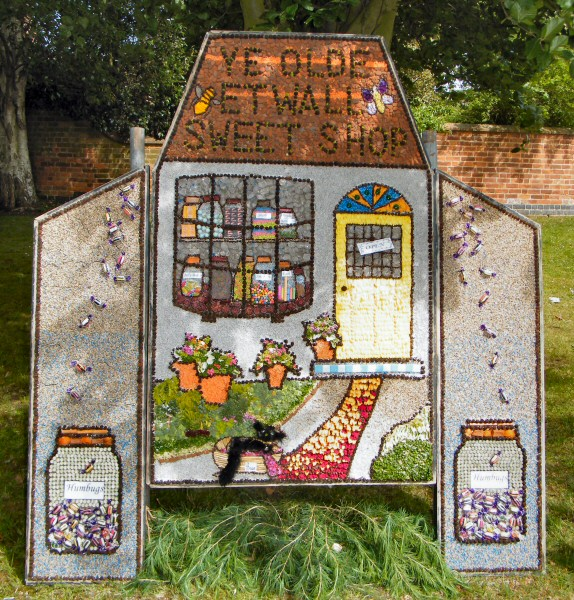 Etwall 2011 - Bancroft Belles & Brian Well Dressing