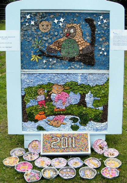 Gee Cross 2011 - Rainbows, Brownies & Guides Well Dressing