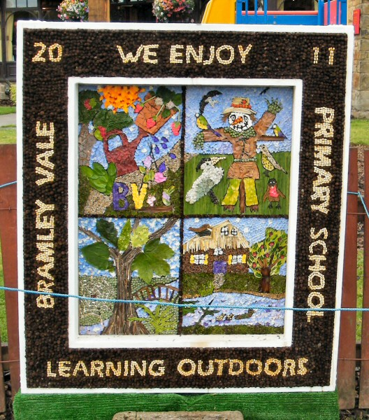 Glapwell 2011 - Bramley Vale Primary School Well Dressing