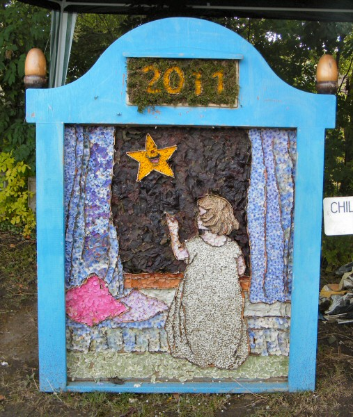 Holymoorside 2011 - Children's Well Dressing
