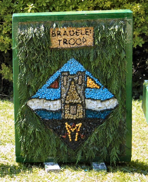 Belper 2011 - Alton Manor Scout Group Well Dressing (4)