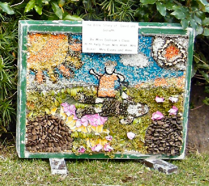 Belper 2011 - St John's CE Primary School Well Dressing (7)