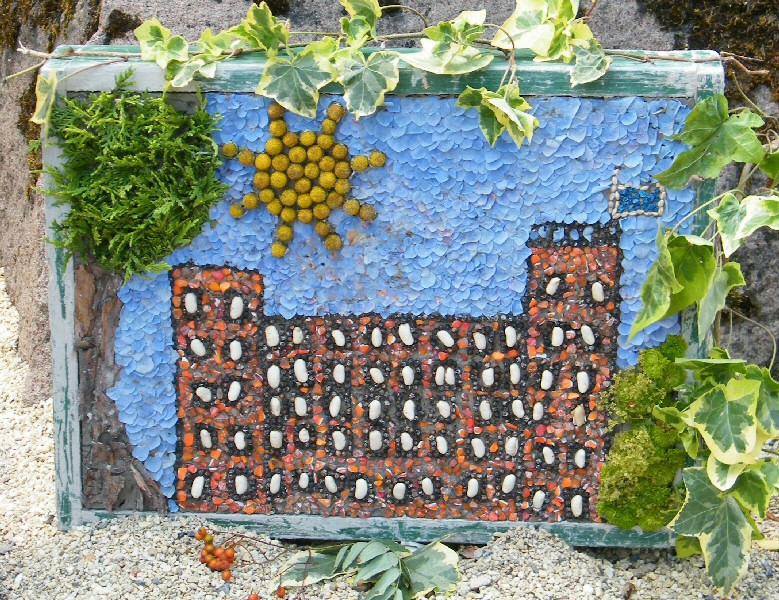 Belper 2011 - Long Row Primary School Well Dressing (3)