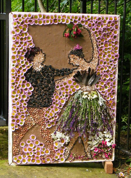 Mickle Trafford 2012 - Additional Well Dressing