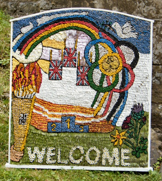 Pleasley 2012 - Guides & Brownies Well Dressing